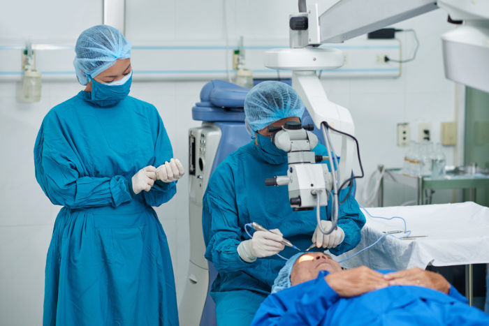 Process of cataract surgery in modern clinic